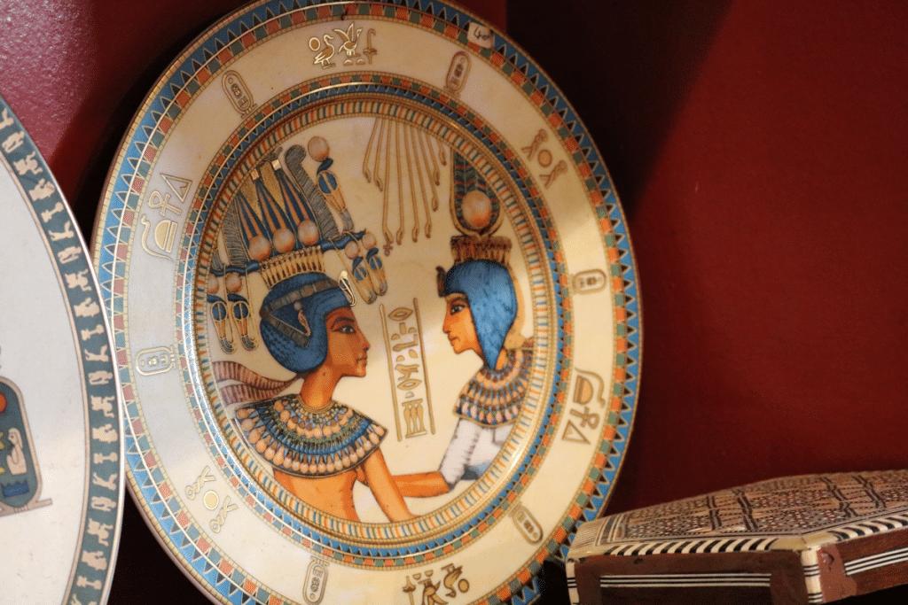 assiette-egyptienne-artisanale-brest-le-temple-du-pharaon